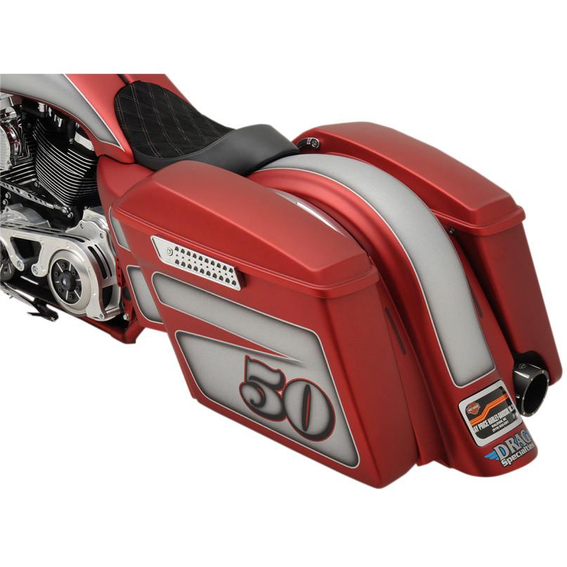ドラッグ製 エクステンド 純正スタイル サドルバッグ 取付イメージ レッド デモバイク 左側